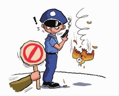 新华社北京9月8日电 8日上午,国务院办公厅对外公布了新修订的《公安机关督察条例》,根据条例,公安机关人民警察违法违纪,违反规定使用武器、警械以及警用车辆等,督察人员可当场处置。 该条例已在今年8月24日国务院第169次常务会议修订通过,修订后的条例自2011年10月1日起施行。 条例规定,督察机构对公安机关及其人民警察依法履行职责、行使职权和遵守纪律的一些事项,进行现场督察,主要包括重要的警务部署、措施、活动的组织实施情况,重大社会活动的秩序维护和重点地区、场所治安管理的组织实施情况以及刑事案件、治安案