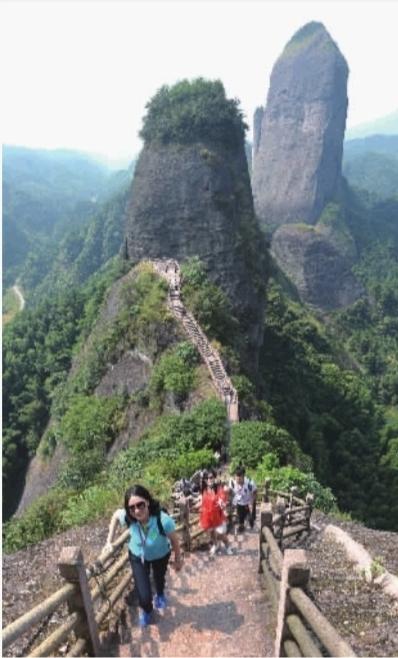9月23日,来自全国各地的近100家媒体在新宁县崀山风景名胜区考察.