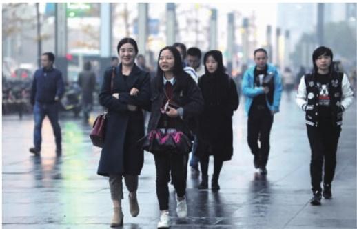 湖南发布今年首个寒潮蓝色预警 最高气温降幅10-12℃