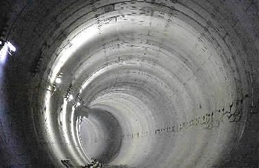 穿越溶洞网,地铁3号线湘江隧道贯通