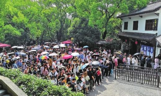 天公作美,长沙公园景区游客爆棚 生态动物园游客量翻倍