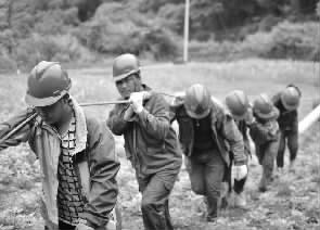"""怀化1013个贫困村实现""""用电自由"""""""