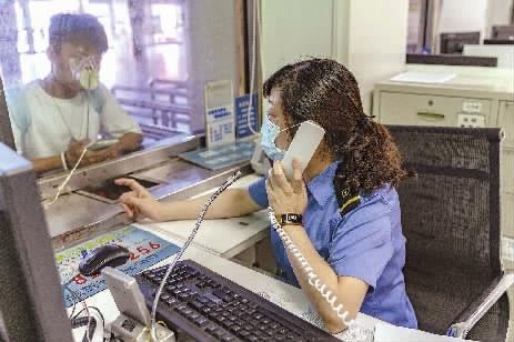 私人手机号酿成热线电话解答游客的疑问、辅佐游客成了她事情中的常事