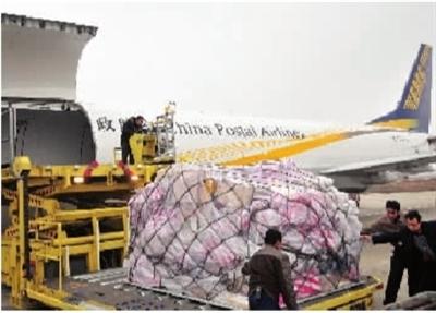 这架长沙—武汉—南京的邮航飞机落地长沙