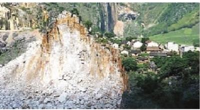 山体崩塌,400人紧急转移